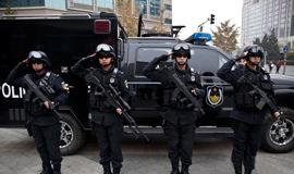 北京警方街头展示防恐特警装备