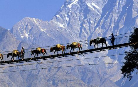 外媒为何要传喜马拉雅山跑火车